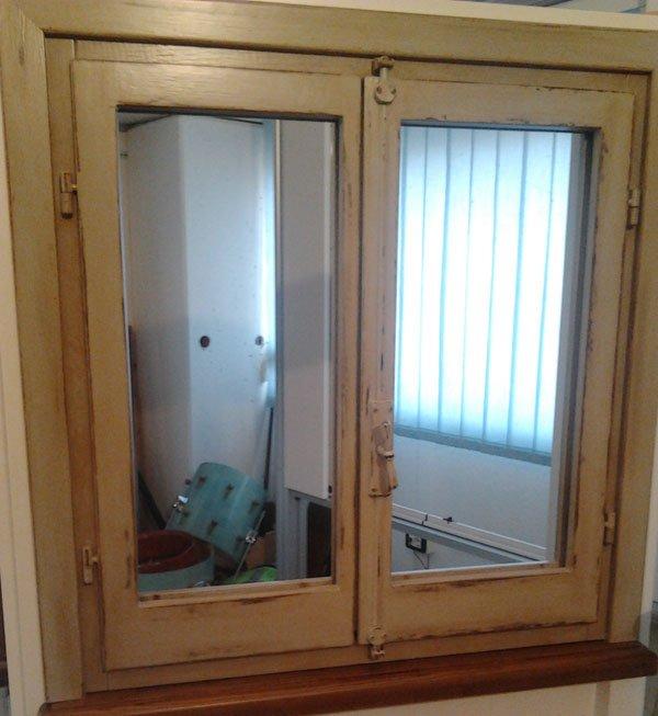 Le finestre in legno legno verniciato o legno stile - Finestre stile inglese in legno ...