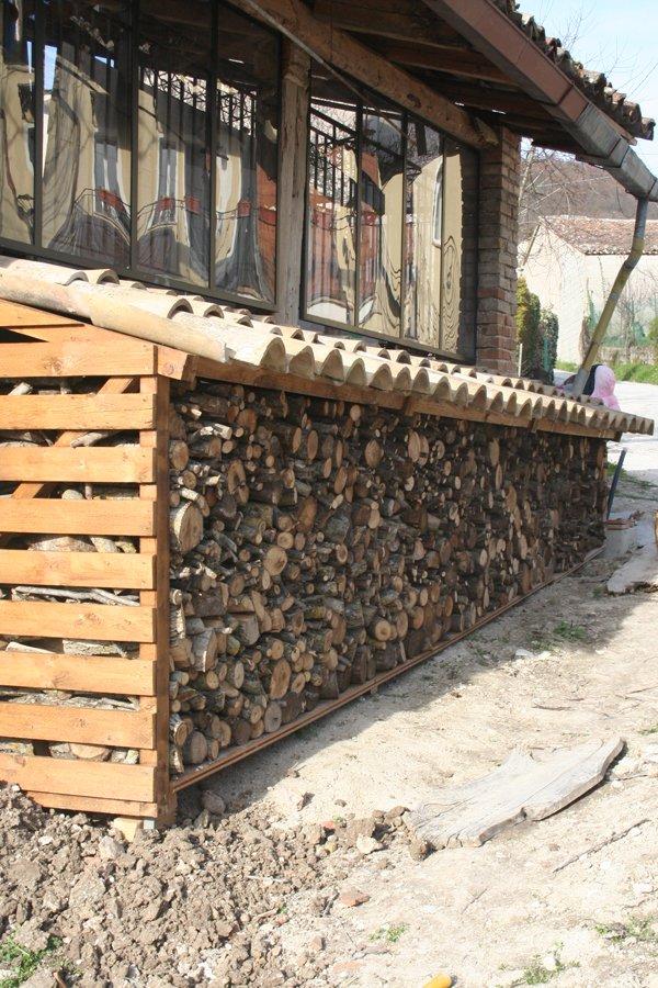 Finalmente la capanna e la legnaia prendono forma villa for Legnaia con ripostiglio
