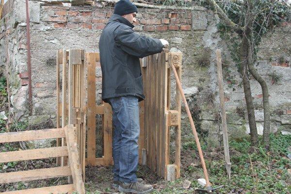 Compostiera per l orto fai da te villa villacolle for Costruire compostiera